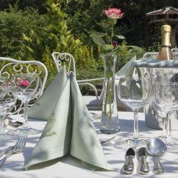 burggartenpalais-rosengarten-tisch