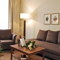 burggartenpalais-zimmer-couch